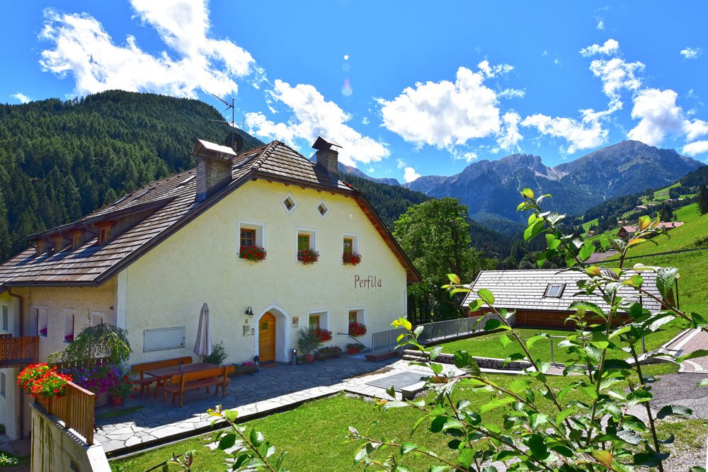 Then book one of our apartments Perfila right at Kronplatz hiking and skiing area